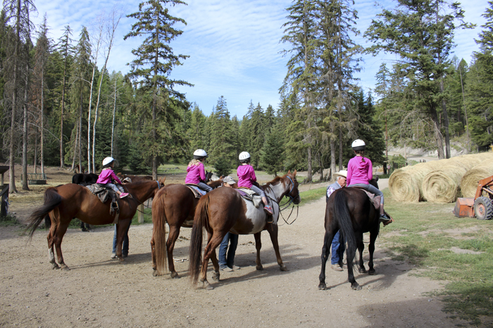 girlsgettingonhorses